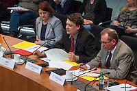 In der ersten Sitzung des Petitionsausschuss in der Legislaturperiode 2014 wurde die Petition zum Erhalt der Kuenstlersozialkasse (KSK) behandelt.<br />Mit der Petition soll erreicht werden, dass saemtliche Unternehmen die freischaffende Kuenstlerinnen und Kuenstler beschaeftigen, spaetestens nach vier Jahren von der Deutschen Rentenversicherung daraufhin geprueft werden ob sie ihrer Abgabepflicht nach dem Kuenstlersozialversicherungsgesetz nachkommen.<br />Im Bild: Der SPD-Abgeordnete Schwartze stellt Fragen an den Petendent, Hans-Juergen Werner.<br />17.3.2014, Berlin<br />Copyright: Christian-Ditsch.de<br />[Inhaltsveraendernde Manipulation des Fotos nur nach ausdruecklicher Genehmigung des Fotografen. Vereinbarungen ueber Abtretung von Persoenlichkeitsrechten/Model Release der abgebildeten Person/Personen liegen nicht vor. NO MODEL RELEASE! Don't publish without copyright Christian-Ditsch.de, Veroeffentlichung nur mit Fotografennennung, sowie gegen Honorar, MwSt. und Beleg. Konto:, I N G - D i B a, IBAN DE58500105175400192269, BIC INGDDEFFXXX, Kontakt: post@christian-ditsch.de]