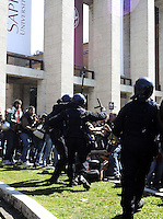 Roma, 18 Marzo 2009.La Sapienza..Studenti in corteo nell'università..La  polizia carica per impedire l'uscita agli studenti.Rome, 18 March 2009.University students in march.attach of the police to prevent the release of students..