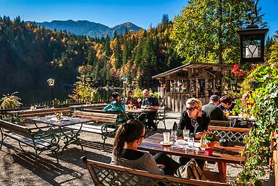 Oesterreich, Steyrisches Salzkammergut, Herbststimmung am Toplitzsee, Gasthof Fischerhuette   Austria, Styrian Salzkammergut, Goessl at Grundl Lake: autumn scenery, Inn Fischerhuette