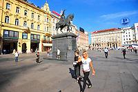 KROATIEN, 09.2012, Zagreb. Der zentrale Bana Josipa Jelacica Platz mit dem Reiterstandbild des Grafen Jelacic. | The central Bana Josipa Jelacica square with the statue of count Jelacic. © Oliver Bunic/EST&OST