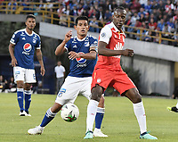 BOGOTA - COLOMBIA, 20-01-2019: Baldomero Perlaza (Der) jugador de Independiente Santa Fe disputa el balón con David Macalister Silva (Izq) jugador del Millonarios durante partido por la final del Torneo Fox Sports 2019 jugado en el estadio Nemesio Camacho El Campin de la ciudad de Bogotá. / Baldomero Perlaza (R) player of Independiente Santa Fe fights for the ball with David Macalister Silva (L) player of Millonarios during final match of the Fox Sports Tournament 2019 played at Nemesio Camacho El Campin Stadium in Bogota city. Photo: VizzorImage / Gabriel Aponte / Staff.