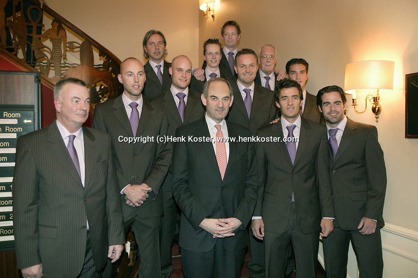 8-2-06, Netherlands, tennis, Amsterdam, Daviscup.Netherlands Russia, Dutch team in offical clothing with in the middle the major of Amsterdam Job Cohen