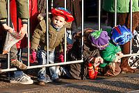 Kleine Zwarte Pietjes wachten op de komst van Sinterklaas