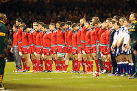 Pictured: Wales players bow their heads down in tribute to cricketer Phillip hughes Saturday 29 November 2014<br />