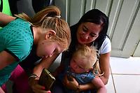 Irmãos albinos indígenas que estão sem atendimento numa das regiões mais remotas do país — a aldeia Nova Mudança, no Rio Purus, no município de Santa Rosa do Purus, fronteira do Brasil com o Peru. Continuam em busca de solução.<br /> <br /> ©Altino Machado