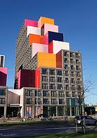 Nederland  Amsterdam -  2020. Zuid-Oost. Gebouw Our Domain. Het ontwerp is van OZ Architects uit Amsterdam. Het eerste gebouw, met studio's en appartementen in de sociale huur en vrije sector, is voor de helft verhuurd aan studenten en voor de andere helft aan jonge professionals. De eerste bewoners zijn hier afgelopen zomer komen wonen. Jongeren uit Zuidoost kregen voorrang bij de inschrijving. Foto : ANP/ HH / Berlinda van Dam
