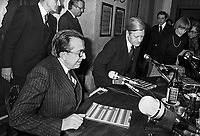 - Giulio Andreotti with Helmut Schmidt, Chancellor of the Federal Republic of Germany (September 1977)....- Giulio Andreotti con  Helmut Schmidt, cancelliere della Repubblica Federale Tedesca (settembre 1977)