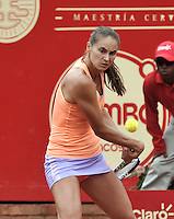 BOGOTA - COLOMBIA - 13-04-2016: Alexandra Panova de Rusia, devuelve la bola a Edina Svitolina de Ucrania, durante partido por el Claro Colsanitas WTA, que se realiza en el Club El Rancho de Bogota. / Alexandra Panova from Russia, returns the ball to Edina Svitolina from Ukraine, during a match for the WTA Claro Colsanitas, which takes place at Club El Rancho de Bogota. Photo: VizzorImage / Luis Ramirez / Staff.
