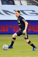 KANSAS CITY, KS - OCTOBER 11: Dax McCarty #6 of Nashville SC with the ball during a game between Nashville SC and Sporting Kansas City at Children's Mercy Park on October 11, 2020 in Kansas City, Kansas.