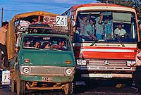 Transporte coletivo em Manágua, Nicarágua. 1981. Foto de Juca Martins.