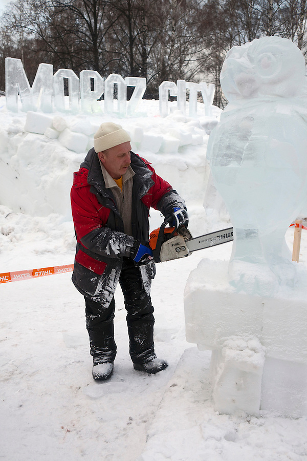 Moscow, Russia, 14/01/2012..A sculptor at work in Moroz City, or Frost City, an ice town constructed in Moscow's Sokolniki Park by a team of architects and ice sculptors. As well as ice sculptures the temporary town features a disco, hotel, fitness centre, post office and prison.