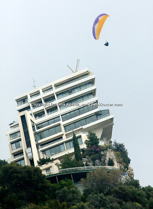 17-4-06, Monaco, Tennis,Master Series, Hangglider over hotel Vista Palace