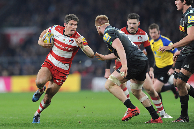 James Hook of Gloucester Rugby faces up to Jack Clifford of Harlequins during the Aviva Premiership Rugby match between Harlequins and Gloucester Rugby at Twickenham Stadium on Tuesday 27th December 2016 (Photo by Rob Munro/Stewart Communications)