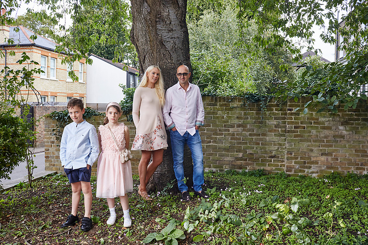 Photo John Angerson.   200831<br /> Writer Matthew Syed with his family - daughter Evie, son Teddy and Wife Kathy at home in Richmond, London, UK
