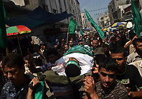 Palestinian mourners carry the body of Hamas militant Yehiya Habib, during his funeral in Gaza City, Wednesday, Aug. 22, 2007. (FADY ADWAN)