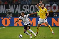 Thilo Kehrer (Deutschland Germany) gegen George Puscas (Rumänien Romania) - Hamburg 08.10.2021: Deutschland vs. Rumänien, Volksparkstadion Hamburg