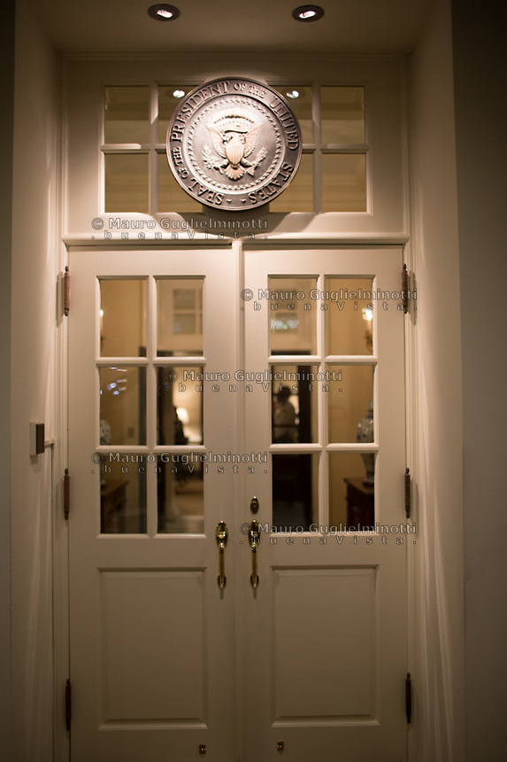 Porta di ingresso interna alla Casa Bianca White House internal door entra,ce