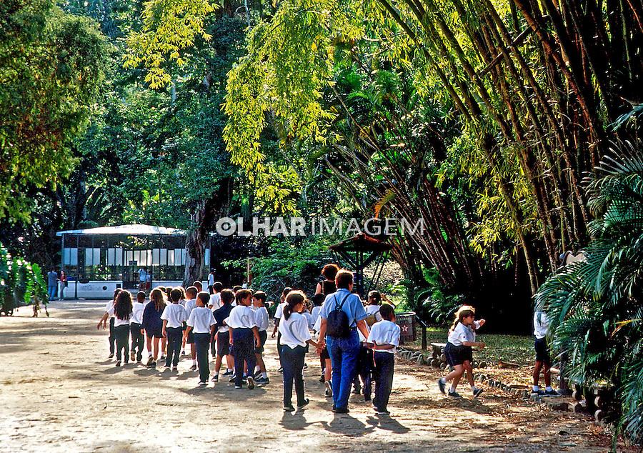Escolares em visita ao Jardim Botânico, Rio de Janeiro. 2002. Foto de Juca Martins.