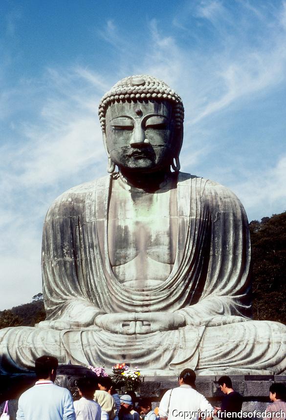 Kamakura: Great Bronze Buddha. Tourist gathering. Photo '81.
