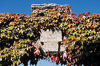 Europe/France/89/Yonne/Vézelay: Détail du portail de la maison de Jules Roy