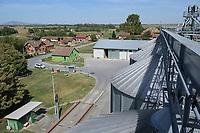 CROATIA, Osijek, agricultural company Fermopromet, maize and soybean farming, storage silos / KROATIEN, Osijek, Mais- u. Sojaanbau bei Fermopromet, Silos