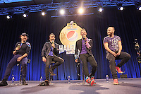 Gitarrist Jonny Buckland, Bassist Guy Berryman, Sänger Chris Martin und Schlagzeuger Will Champion von der Band Coldplay in der Pressekonferenz zur Super Bowl Halbzeitshow - Super Bowl 50 Halbzeitshow PK, Moscone Center San Francisco