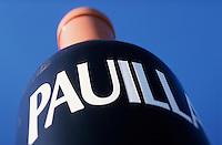 Europe/France/Aquitaine/33/Gironde/Pauillac: Bouteille de vin géante sur le port [Non destiné à un usage publicitaire - Not intended for an advertising use] [Non destiné à un usage publicitaire - Not intended for an advertising use]