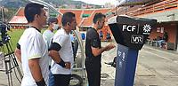 ENVIGADO - COLOMBIA, 11-04-2021:Envigado Y el Deportivo Pereira en partido por la fecha 18 como parte de la Liga BetPlay DIMAYOR 2021 jugado en el estadio  Polideportivo Sur de Envigado. /Envigado and Deportivo Pereira in match for the date 18 as part of the BetPlay DIMAYOR League I 2021 played at  Polideportivo Sur stadium in Envigado. Photo: VizzorImage / Donaldo Zuluaga / Contribuidor
