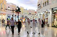QATAR, Doha, Aspire Zone, Villaggio climatized shopping mall with Venice theme imitation / KATAR, Doha, klimatisierte Villaggio shopping mall mit Venedig Imitation