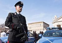 Agenti di Polizia Piazza San Pietro in occasione dell'Angelus di Papa Francesco, Citta' del Vaticano, 15 novembre 2015.<br /> Italian Police officers in St. Peter's Square on the occasion of Pope Francis' Angelus prayer, at the Vatican, 15 November 2015.<br /> UPDATE IMAGES PRESS/Riccardo De Luca<br /> <br /> STRICTLY ONLY FOR EDITORIAL USE