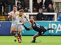 Photo: Richard Lee/Richard Lane Photography. Aviva Premiership. Newcastle Falcons v Wasps. 27/03/2016. Chris Harris of Newcastle Falcon (right) tries to tackle Elliot Daly of Wasps (centre).