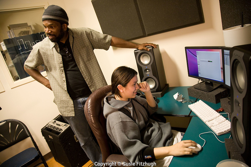 Paul Rucker, an accomplished musician in Seattle, teaches electronic musical skills to Arts Corps Students.