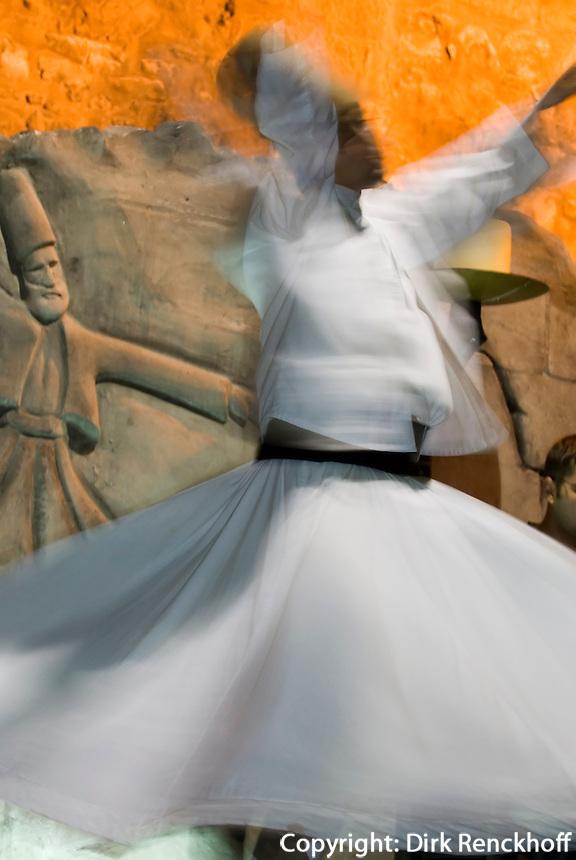 Türkei, Tanz der Derwische Vorführung in Restaurantf in Istanbul