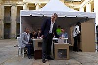 BOGOTA - COLOMBIA, 11-03-2017: Juan Manuel Santos, presidente de Colombia, acude a las urnas para participar en las elecciones legislativas de Colombia de 2018 que se realizan hoy, domingo 11 de marzo de 2018m en todo el territorio colombiano. En ellas se eligen los miembros de ambas Cámaras del Congreso en Colombia. En el Senado de la República se elegirán 108 senadores y en la Cámara de Representantes se elegirán 172 parlamentarios. / Juan Manuel Santos, President of Colombia, goes to the polls to participate in the legislative elections of Colombia in 2018 that take place today, Sunday, March 11, 2018m throughout the Colombian territory. In them, the members of both Houses of Congress in Colombia are elected. In the Senate of the Republic 108 senators will be elected and in the House of Representatives 172 parliamentarians will be elected. Photo: VizzorImage /  Efrain Herrera - SIG