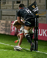 26 February 2021; Rob Lyttle battles for the line and is tackled by Gareth Evans during the Guinness PRO14 match between Ulster and Ospreys at Kingspan Stadium in Belfast. Photo by John Dickson/Dicksondigital