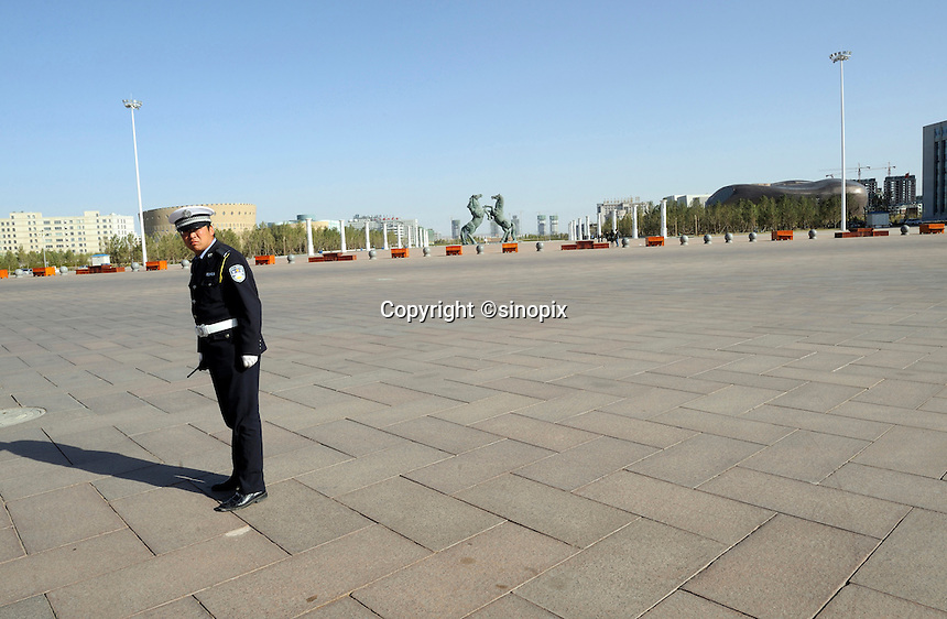 A traffic policeman is on duty in Kangbashi district of the Chinese city of Ordos, Inner Mongolia. 12-May-2011