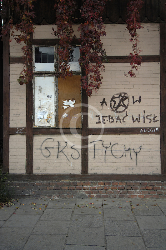Poland, Krakow, Graffiti on wall, Kazimierz
