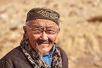 Asia Mongolia, Altai mountain,SBugat Soum,, the hunter ,75 old Karmenkhan