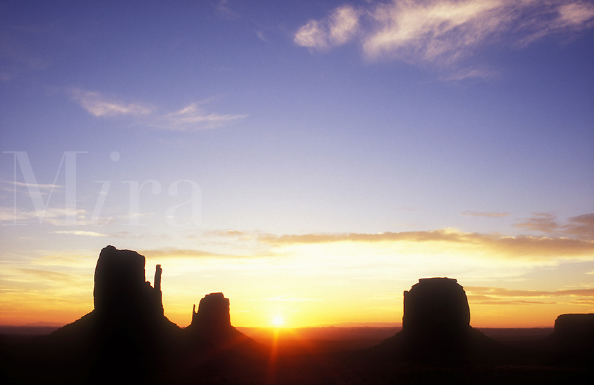 USA, Arizona, Monument Valley Navajo Tribal Park, sunrise over Monument Valley