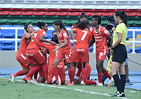 CALI - COLOMBIA, 07-12-2020: Jugadoras del América celebran después de anotar el primer gol durante partido por la semifinal vuelta como parte de la Liga Femenina BetPlay DIMAYOR 2020 entre América de Cali y Millonarios F.C. jugado en el estadio Pascual Guerrero de la ciudad de Cali. / Players of America celebrate after scoring the first goal during second leg semifinal match as part of Women's BetPlay DIMAYOR 2020 League between America de Cali and Millonarios F.C. played at Pascual Guerrero stadium in Cali. Photo: VizzorImage / Gabriel Aponte / Staff