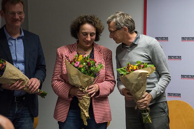 Mitgliederversammlung von Reporter ohne Grenzen am 10. September 2015 in Berlin.<br /> Die Versammlung waehlte einen neuen Vorstand. Wiedergewaehlt wurden Matthias Spielkamp (links), Dr. Gemma Poerzgen (mitte), Michael Rediske (rechts), Katja Gloger (nicht im Bild). Neu hinzugekommen ist die ZDF-Journalistin Britta Hilpert (nicht im Bild).<br /> 10.9.2015, Berlin<br /> Copyright: Christian-Ditsch.de<br /> [Inhaltsveraendernde Manipulation des Fotos nur nach ausdruecklicher Genehmigung des Fotografen. Vereinbarungen ueber Abtretung von Persoenlichkeitsrechten/Model Release der abgebildeten Person/Personen liegen nicht vor. NO MODEL RELEASE! Nur fuer Redaktionelle Zwecke. Don't publish without copyright Christian-Ditsch.de, Veroeffentlichung nur mit Fotografennennung, sowie gegen Honorar, MwSt. und Beleg. Konto: I N G - D i B a, IBAN DE58500105175400192269, BIC INGDDEFFXXX, Kontakt: post@christian-ditsch.de<br /> Bei der Bearbeitung der Dateiinformationen darf die Urheberkennzeichnung in den EXIF- und  IPTC-Daten nicht entfernt werden, diese sind in digitalen Medien nach §95c UrhG rechtlich geschuetzt. Der Urhebervermerk wird gemaess §13 UrhG verlangt.]