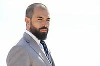 Tom Cullen pose lors du photocall de KNIGHTFALL pendant le MIPTV a Cannes, le mardi 4 avril 2017.