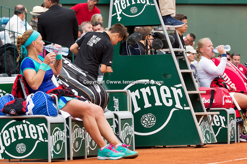 France, Paris , May 26, 2015, Tennis, Roland Garros, Kiki Bertens (NED) (R) vs Svetlana Kuznetsova (RUS) during changeover<br /> Photo: Tennisimages/Henk Koster
