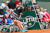 France, Paris , May 26, 2015, Tennis, Roland Garros, Kiki Bertens (NED) (R) vs Svetlana Kuznetsova (RUS) during changeover<br /> Photo: Tennisimages/Henk Koster