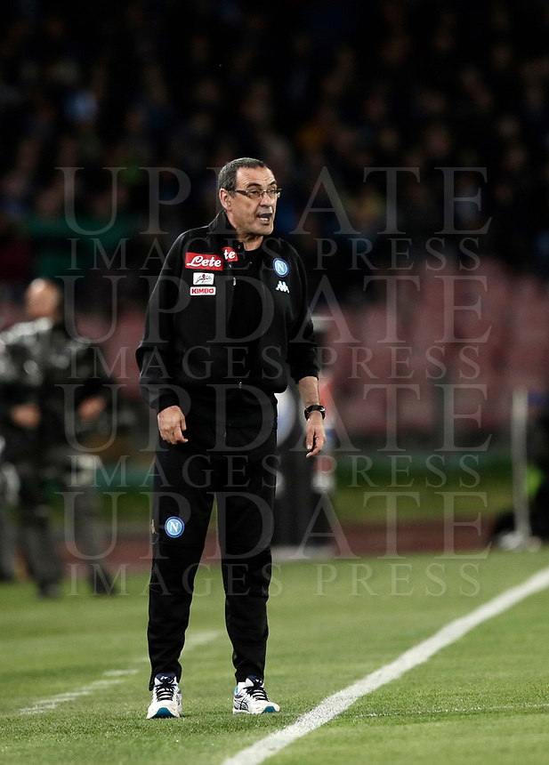 Calcio, Serie A: Napoli, stadio San Paolo, 2 aprile, 2017.<br /> Napoli's coach Maurizio Sarri speaks to his players during the Italian Serie A football match between Napoli and Juventus at San Paolo stadium, April 2, 2017<br /> UPDATE IMAGES PRESS/Isabella Bonotto