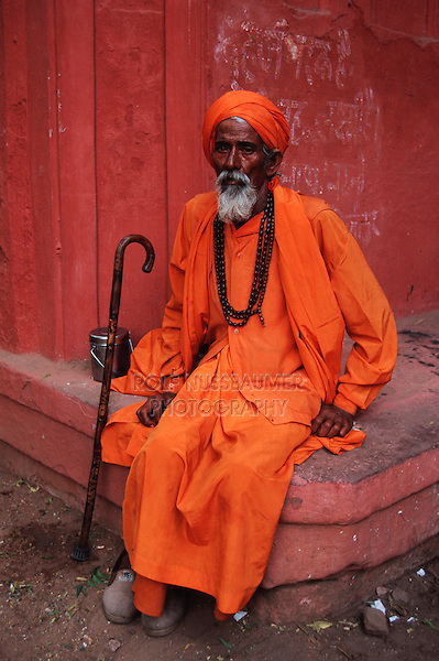 Portrait Rajpute man wearing a beard and a turban, Rajasthan, India, Asia