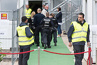 """Am Freitag den 10. Juli 2015 wurde der erste von zwei Containerunterkuenften fuer Fluechtlinge aus dem Buergerkrieg in Syrien im Berliner Bezirk Marzahn-Hellersdorf bei einem """"Tag der offenen Tuer"""" der Presse vorgefuehrt.<br /> Gegen die Errichtung der zwei Containerunterkuenfte haben mehrere Monate Anwohner sowie Nazis und Hooligans aus Berlin und Brandenburg protestiert. Zum Schutz der Containerunterkuenfte vor rassistischen Protesten waren Mitarbeiter einer Securityfirma und eine Hunderschaft der Polizei vor Ort. <br /> 10.7.2015, Berlin<br /> Copyright: Christian-Ditsch.de<br /> [Inhaltsveraendernde Manipulation des Fotos nur nach ausdruecklicher Genehmigung des Fotografen. Vereinbarungen ueber Abtretung von Persoenlichkeitsrechten/Model Release der abgebildeten Person/Personen liegen nicht vor. NO MODEL RELEASE! Nur fuer Redaktionelle Zwecke. Don't publish without copyright Christian-Ditsch.de, Veroeffentlichung nur mit Fotografennennung, sowie gegen Honorar, MwSt. und Beleg. Konto: I N G - D i B a, IBAN DE58500105175400192269, BIC INGDDEFFXXX, Kontakt: post@christian-ditsch.de<br /> Bei der Bearbeitung der Dateiinformationen darf die Urheberkennzeichnung in den EXIF- und  IPTC-Daten nicht entfernt werden, diese sind in digitalen Medien nach §95c UrhG rechtlich geschuetzt. Der Urhebervermerk wird gemaess §13 UrhG verlangt.]"""