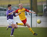 Sparta Heester - SV Anzegem : Jeroen Claeys (r) aan de bal voor Sander Anckaert (l)<br /> foto VDB / BART VANDENBROUCKE