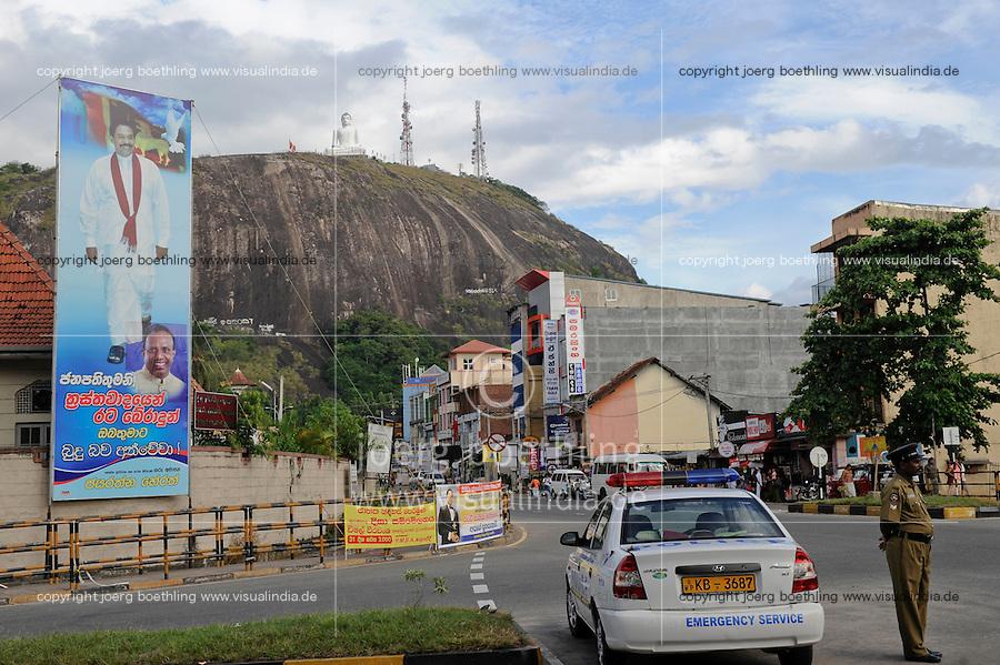 Sri Lanka, President Mahinda Rajapaksa celebrates his victory in war against the LTTE tamil tigers on propaganda posters, rock woth Buddha statue  / Sri Lanka, Praesident Mahinda Rajapaksa feiert seinen Sieg gegen die LTTE Tamil Tiger auf Propaganda Plakaten landesweit, Felsen mit Buddha Statue