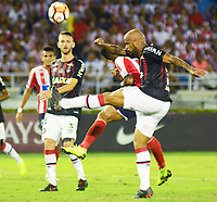 BARRANQUIILLA - COLOMBIA, 05-12-2018:James Sanchez  (Izq.) de Junior disputa el balón con Thiago Heleno(Der.) del Paranaense durante el encuentro entre Atlético Junior de Colombia e Atlético Paranaense de Brasil por la final, ida, de la Copa CONMEBOL Sudamericana 2018 jugado en el estadio Metropolitano Roberto Meléndez de la ciudad de Barranquilla. / James Sanchez (L) of Junior struggles for the ball with Thiago Heleno (R) of Paranaense during a final first leg match between Atletico Junior of Colombia and Atlético Paranaense of Brazil as a part of Copa CONMEBOL Sudamericana 2018 played at Roberto Melendez Metropolitan stadium in Barranquilla city Atlético Junior de Colombia y Atlético Paranaense de Brasil en partido por la final, ida, de la Copa CONMEBOL Sudamericana 2018 jugado en el estadio Metropolitano Roberto Meléndez de la ciudad de Barranquilla. / Atletico Junior of Colombia and Atletico Paranaense of Brazil in Final first leg match as a part of Copa CONMEBOL Sudamericana 2018 played at Roberto Melendez Metropolitan stadium in Barranquilla city.  Photo: VizzorImage / Alfonso Cervantes / Cont